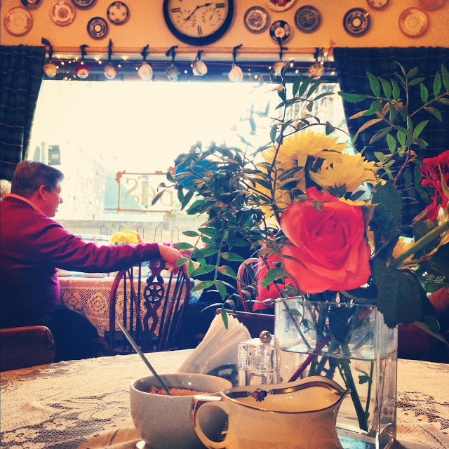 affordable_tea_room_in_edinburgh_scotland_royal_mile_aspiringkennedy.JPG