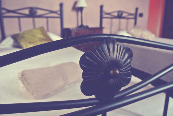 italian_beds_iron_aspiring_kennedy.jpg