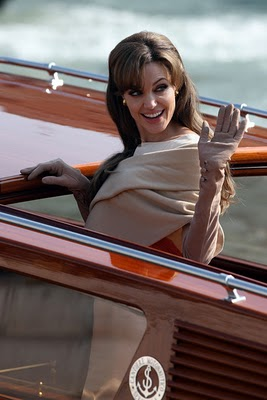 Angelina%2BJolie%2Blooks%2Bstunning%2Bwhile%2Briding%2B5IbPq9Zi0Hol.jpg