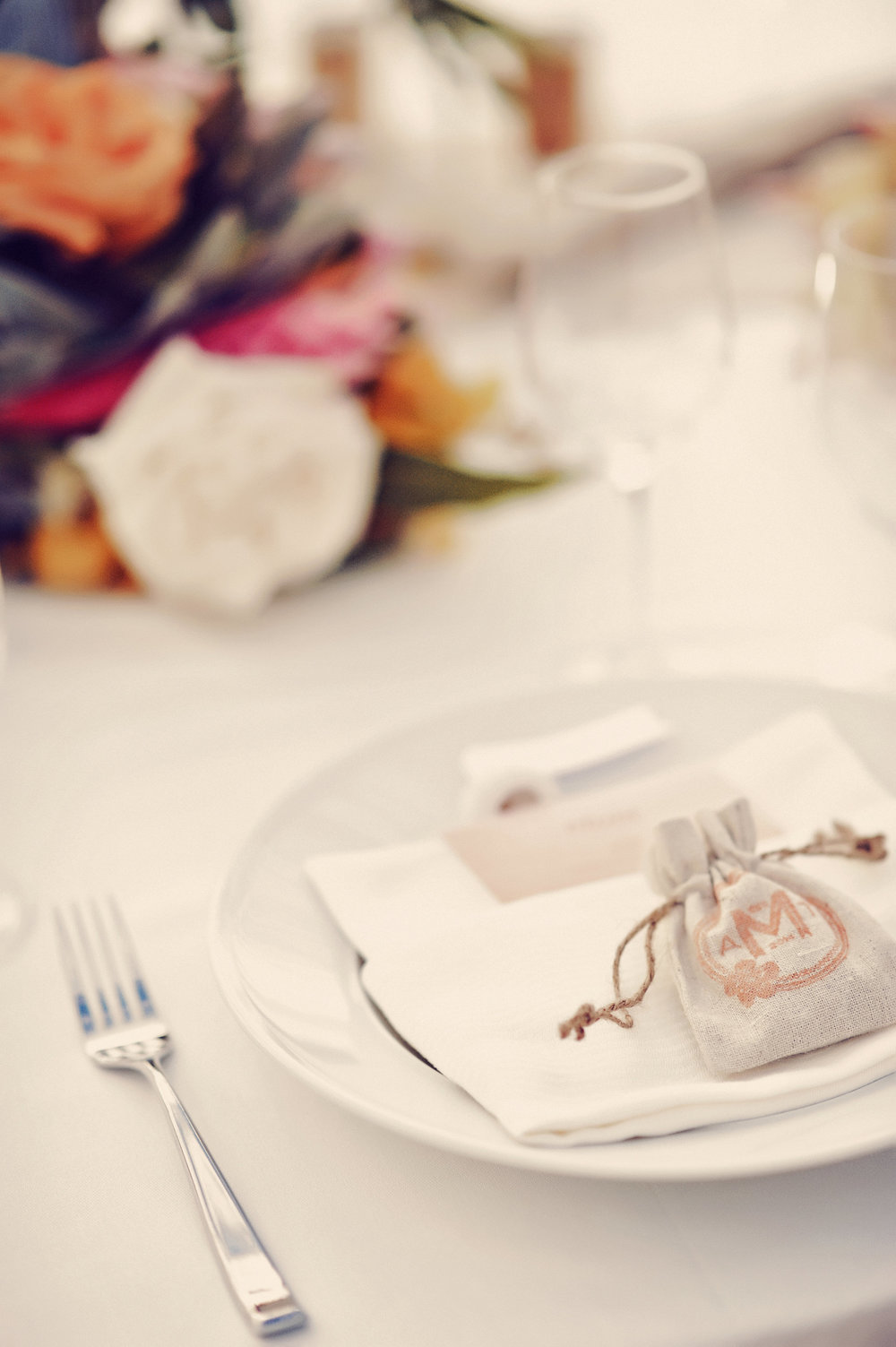 unqiue_place_setting_wedding_favors_aspiring_kennedy_tamiz_photography