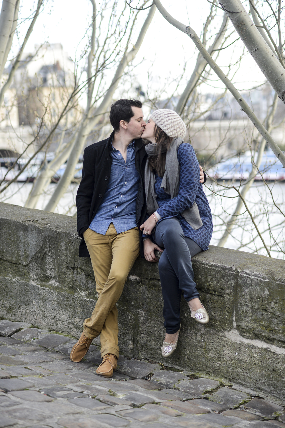 tyler_and_lauren_knight_kissing_in_paris_aspiring_kennedy_noah_darnell