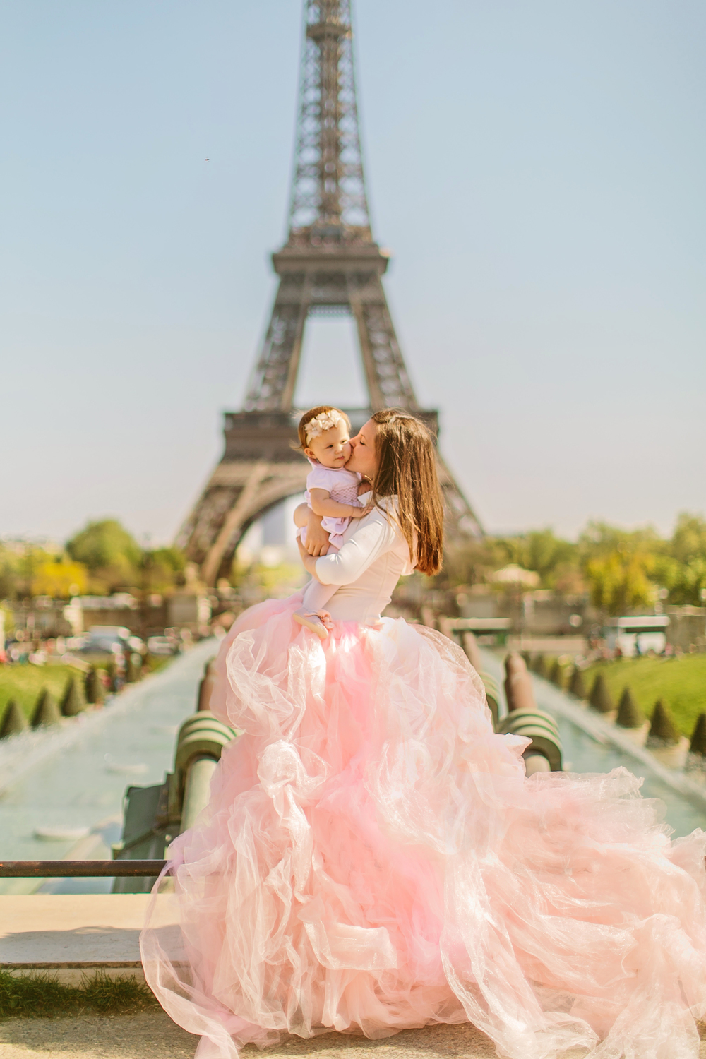 aspiring_kennedy_stacy_reeves_eiffel_tower_photoshoot