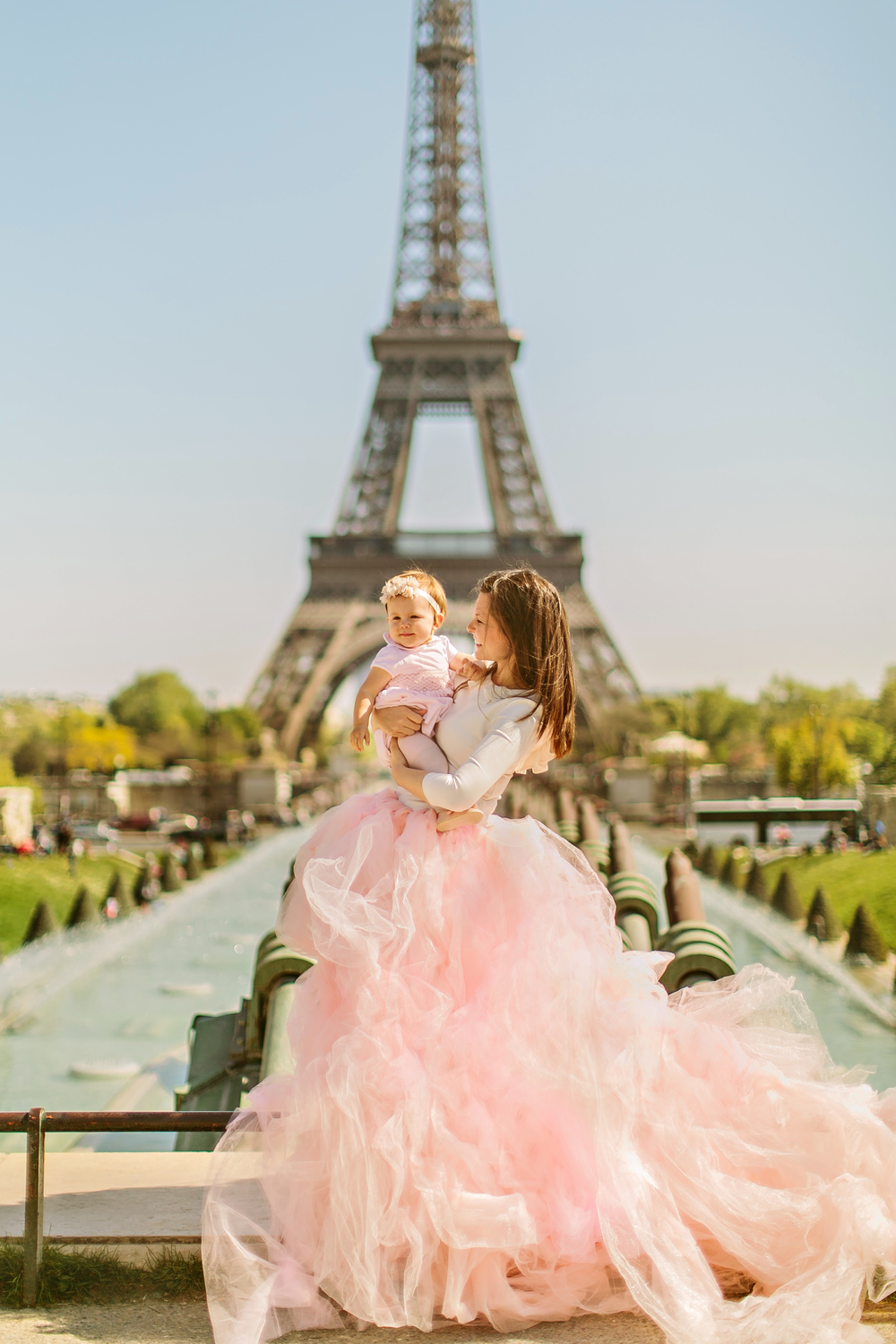 aspiring_kennedy_eiffel_tower_family_shoot_stacy_reeves