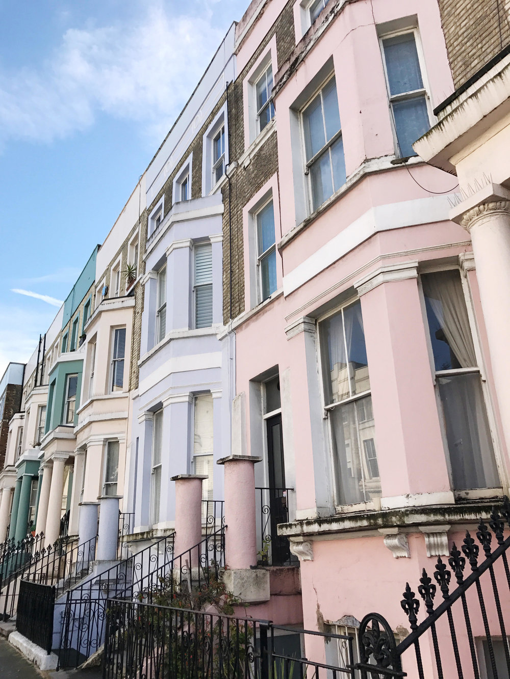 My notting hill blog - Notting Hill Turned Up The Charm With Bright Sunshine And Its Sidewalk S Endless Catwalk Of Well Heeled Residents People Chatted Over Posh Breakfasts On