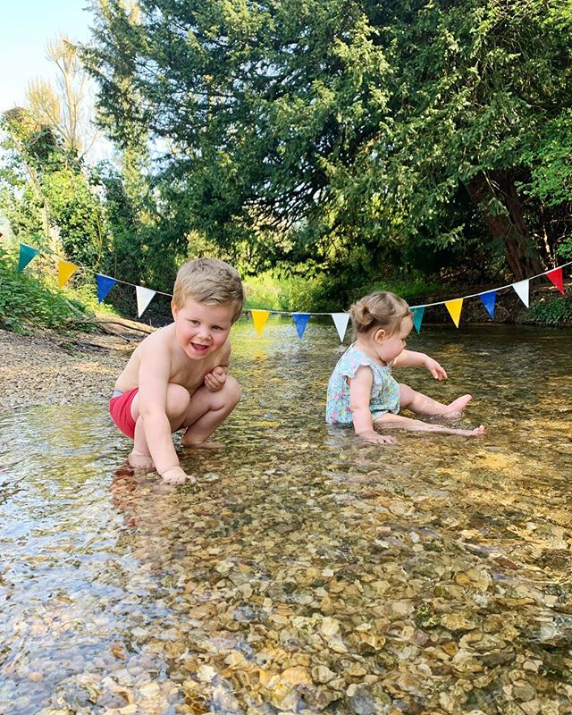 We had the best Saturday. Complete with cinnamon rolls, a PBJ picnic in a flowery meadow and rounding off the day with an impromptu swim in your underwear. (Okay, not speaking for myself on that last part... just the kids.) ❤️ It felt like a preview of the lovely English summer days to come! 😍