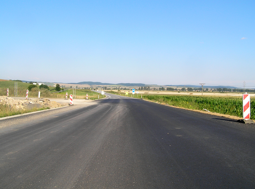 james_to_lenka_road_05.jpg