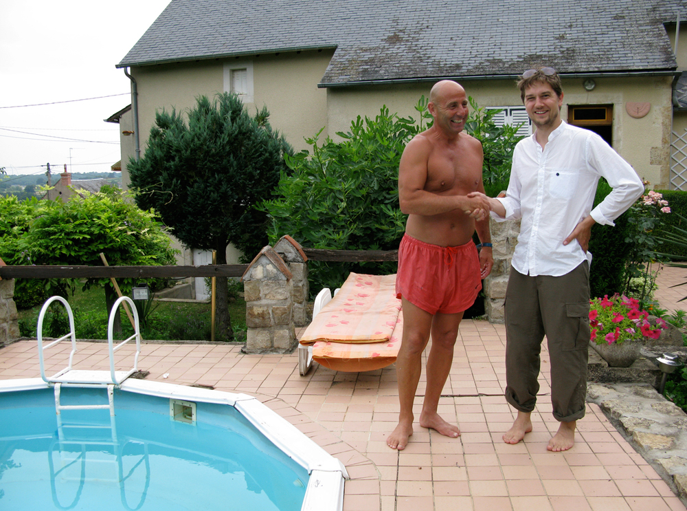 James meeting the villagers of James, France