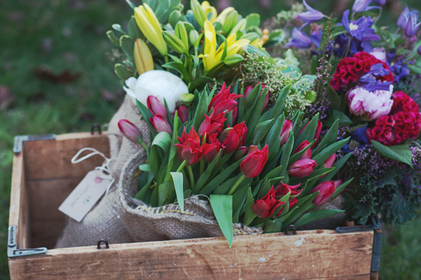 Little Acre is dedicated to providing the freshest possible flowers. No more stale flowers shipped from overseas weeks ago. Ours smell better and last longer, too. By staying local we also reduce our environmental impact, support local growers, and promote seasonality.WHY BUY LOCAL?