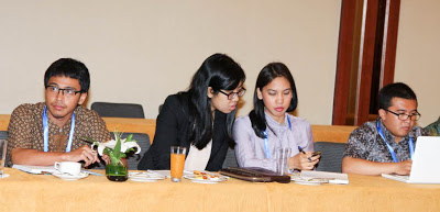 Andhyta Firselly Utami and Kania Muksin    represented G20 Youth Indonesia. Photo credit: UKP4