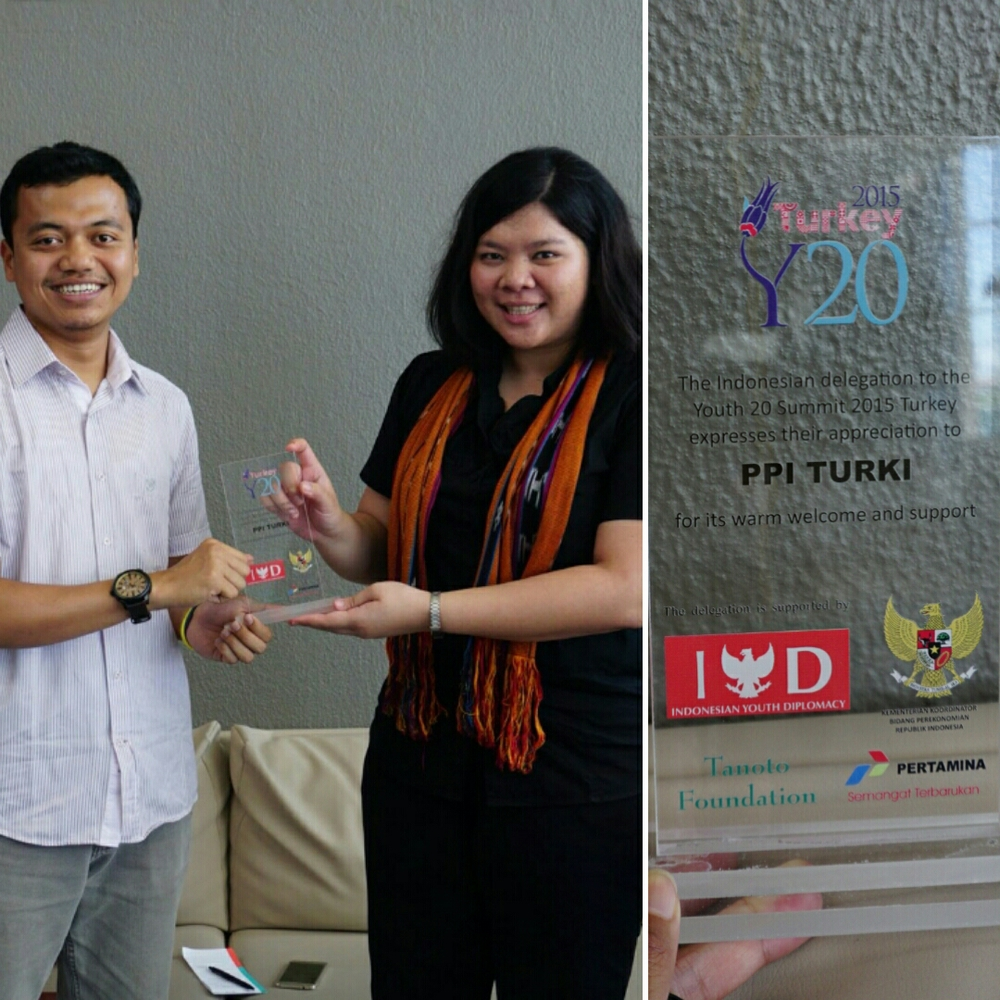 Kristia as head delegate gave a token of appreciation to a representative of PPI Turkey