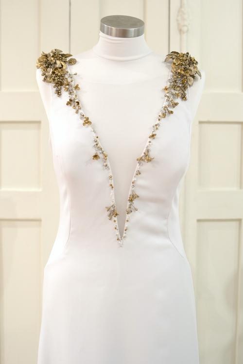 aplicaciones-hombro-vestido-bordado-flores-vestido-novia-carmen-maria-mayz-flores-vestido-de-novia.jpg