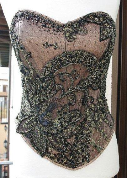 bordado-pedrería-corset-negro-carmen-maria-mayz.jpg