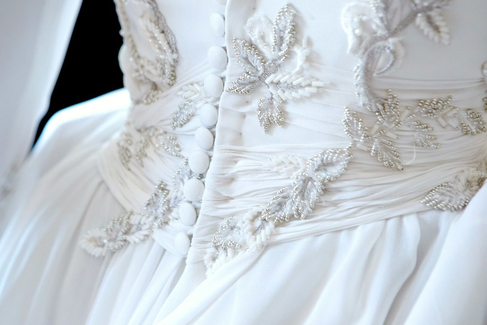 bordado-vestido-novia-pedreria-blanco-carmen-maria-mayz.jpg