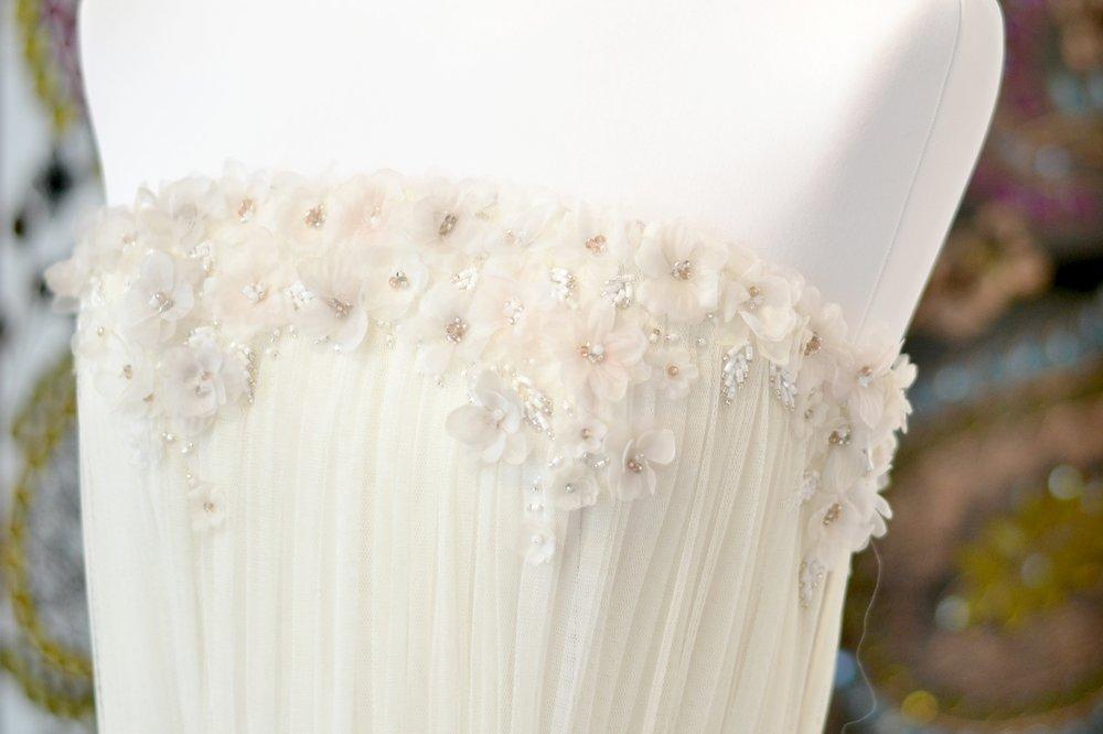 bordado-flores-vestido-novia-carmen-maria-mayz-flores-vestido-de-novia.jpg