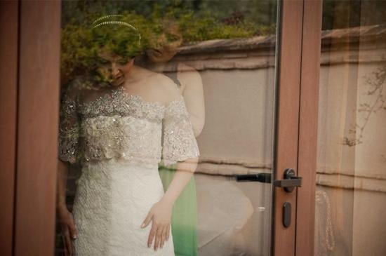 vestido-bordado-pedreria-blanco-novia-vestido-fiesta-a-medida-carmen-maria-mayz-aplicaciones-cuello-vestido-novia.jpg