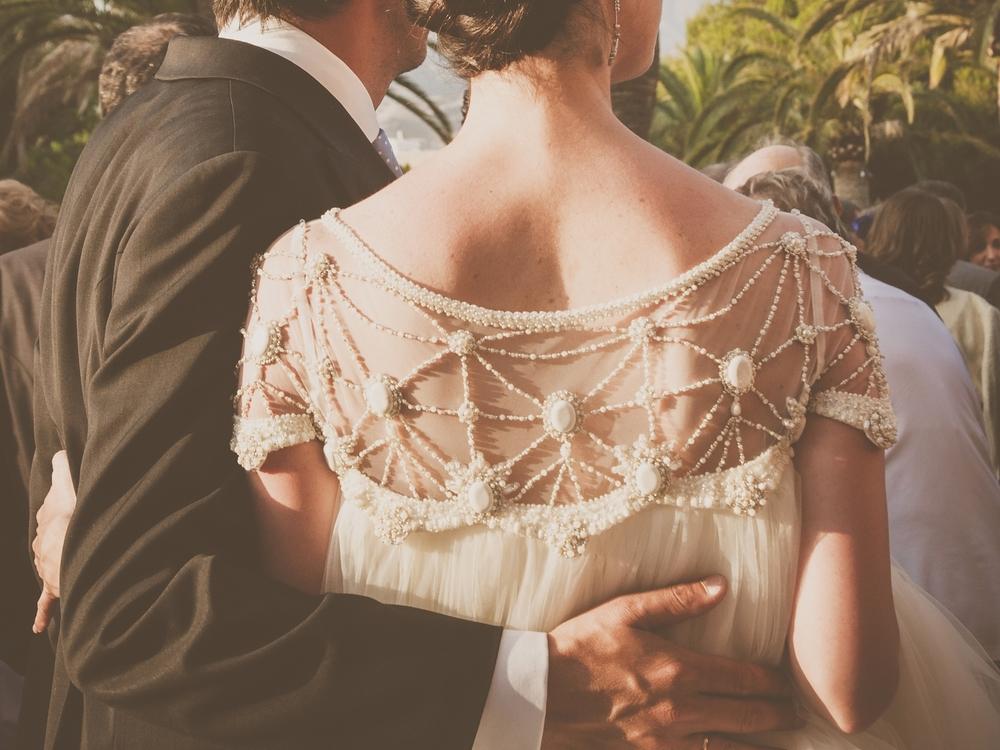 vestido-novia-bordado-pedreria-tocado-vestido-espalda-bordada-vestido-aplicaciones-pedreria.jpg