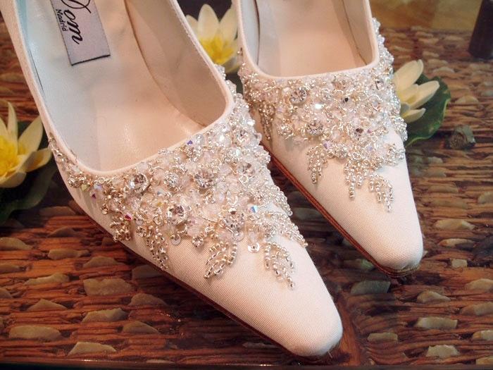 zapatos-novia-bordados-carmen-maria-mayz-zapato-novia-blanco-plata.jpg