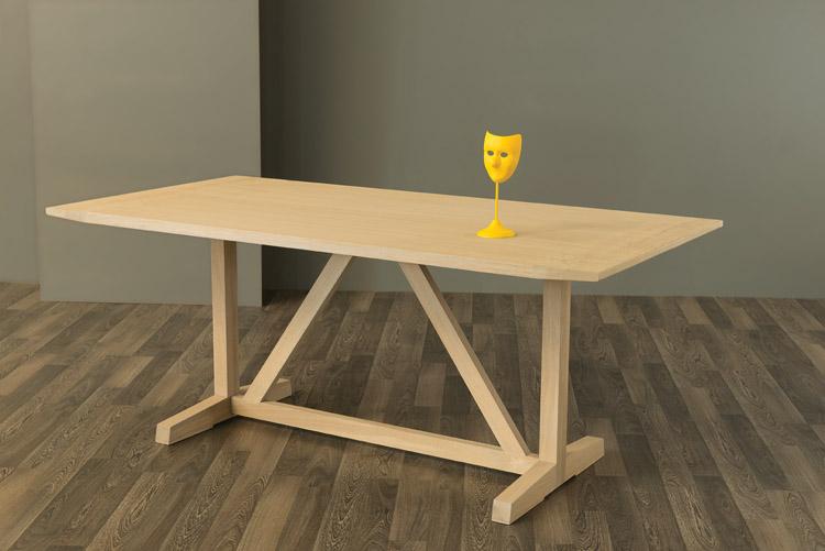 Allenmoos Dining Table in Oak
