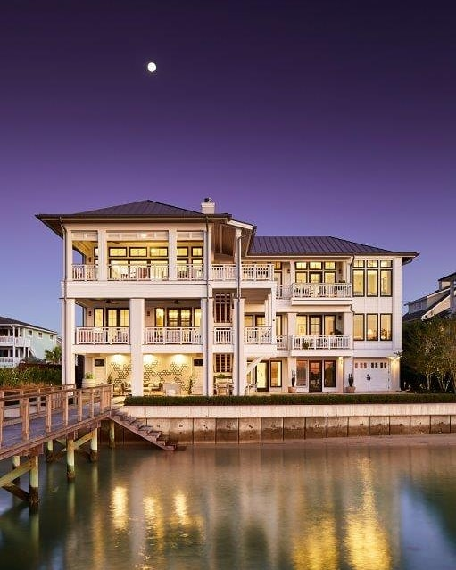 "A house called Skyeblu.  Featured in the current issue of Triangle ""Home Design & Decor"" #wrightsvillebeachnc #ncarchitecture #wilmingtonarchitect #luxurylifestyle #luxuryhomes #waterfronthomes #homedesigndecormagazine#beach#parkerconstructiongroup#mb_productions_nc#peridotinteriorsllc"