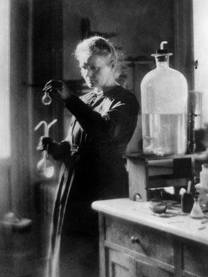 Marie Curie. Primera persona en recibir dos premios Nobel (Física; Química)