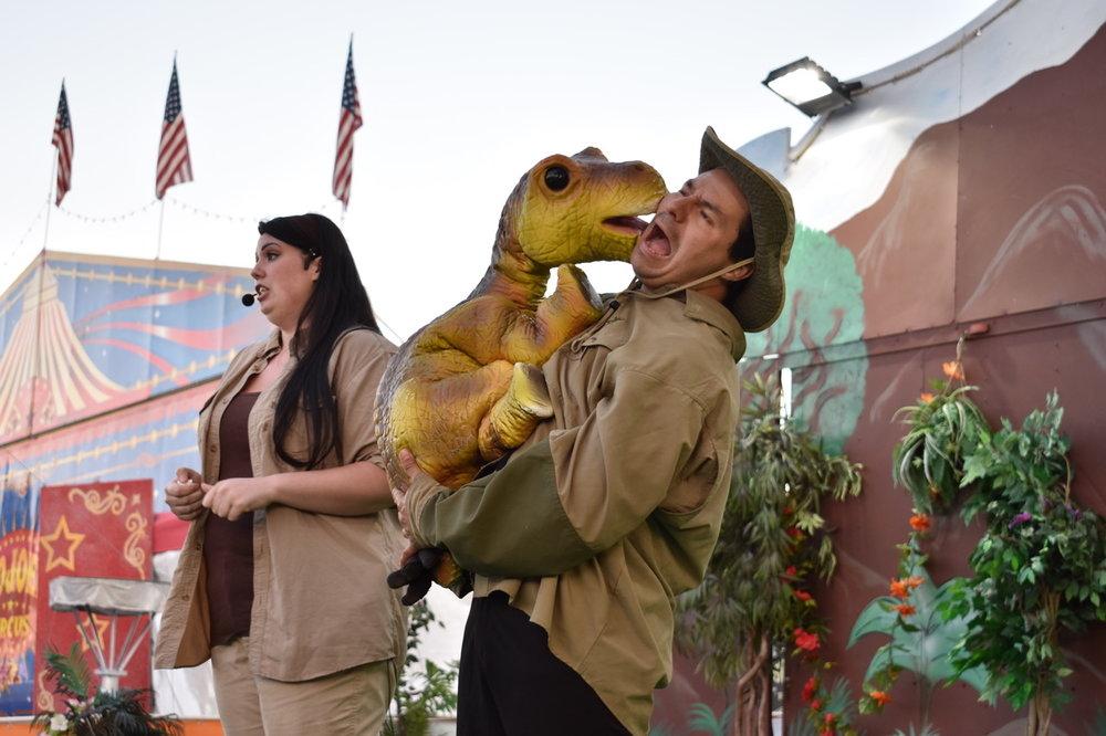 puppet_jerassic_kingdom_dinosaur_show_artists_and_attractions_DSC_0126.jpeg