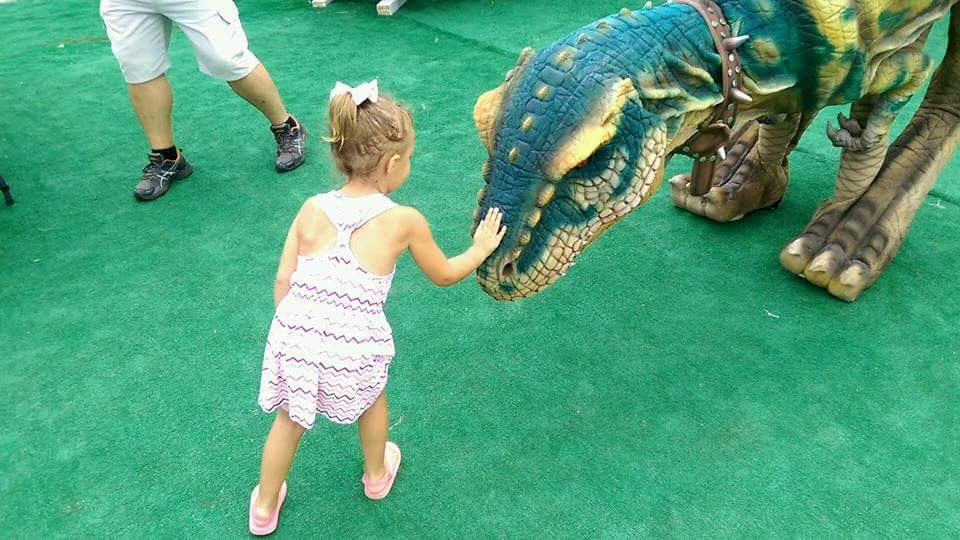 jerassic_kingdom_dinosaur_show_artists_and_attractions_pet_n.jpg