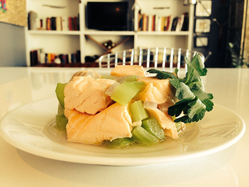 Poached salmon timbale: an ideal starter for adults or lunch for two-year-olds.
