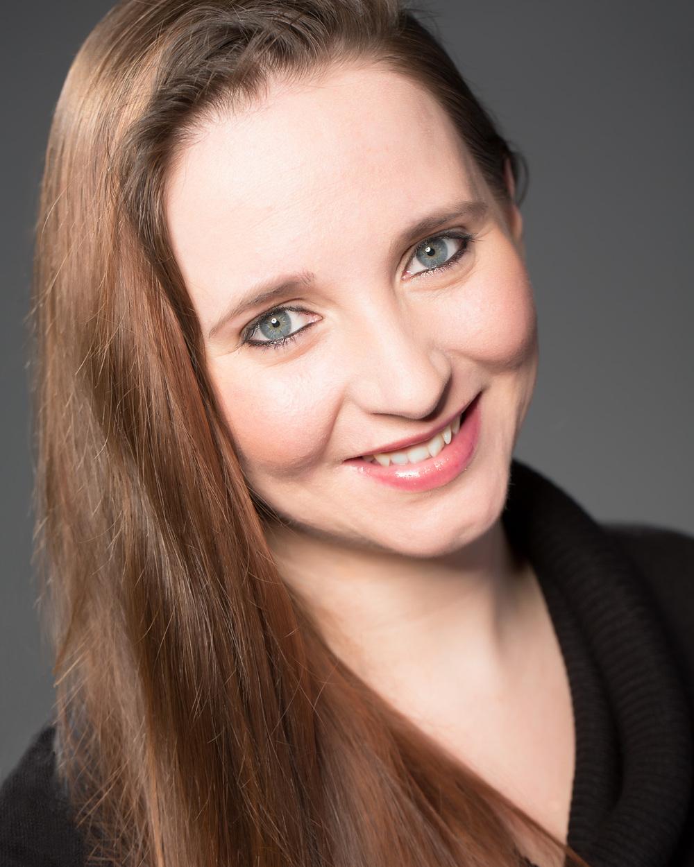 Headshot of Hull Actor Jacqueline