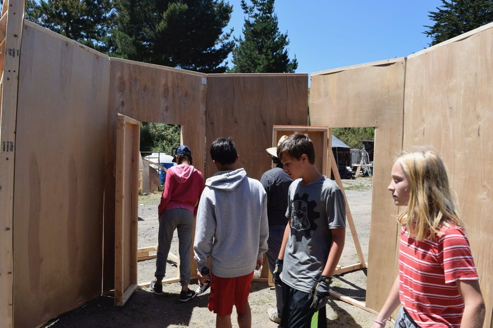 Kablooi gets all 8 walls of their octagonal room up! There are four doors, but only some of them will open.