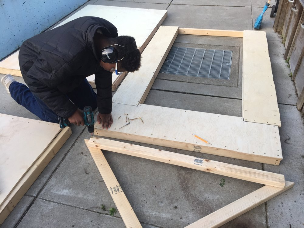Kiejuan drills together a simple but strong roof truss.