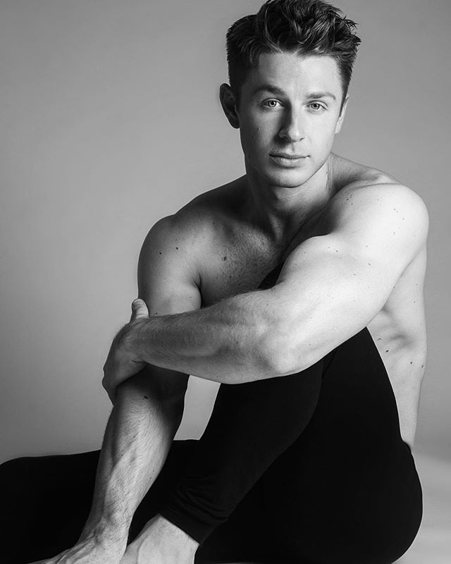 The look of love (for these man tights) 😎🖤 @uniqlo_uk #uniqloalexanderwang #alexanderwang 📷 @danny_baldwin