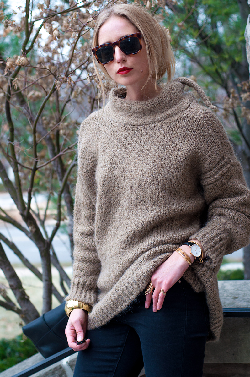 ZARA SWEATER WITH BACK TEARDROP OPENING AND BOW