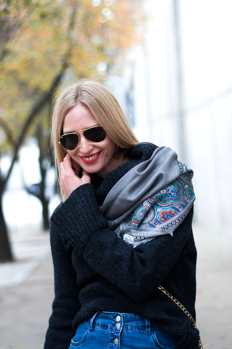 SLouchy Sweater and VIntage Neckerchief, Blogger Style