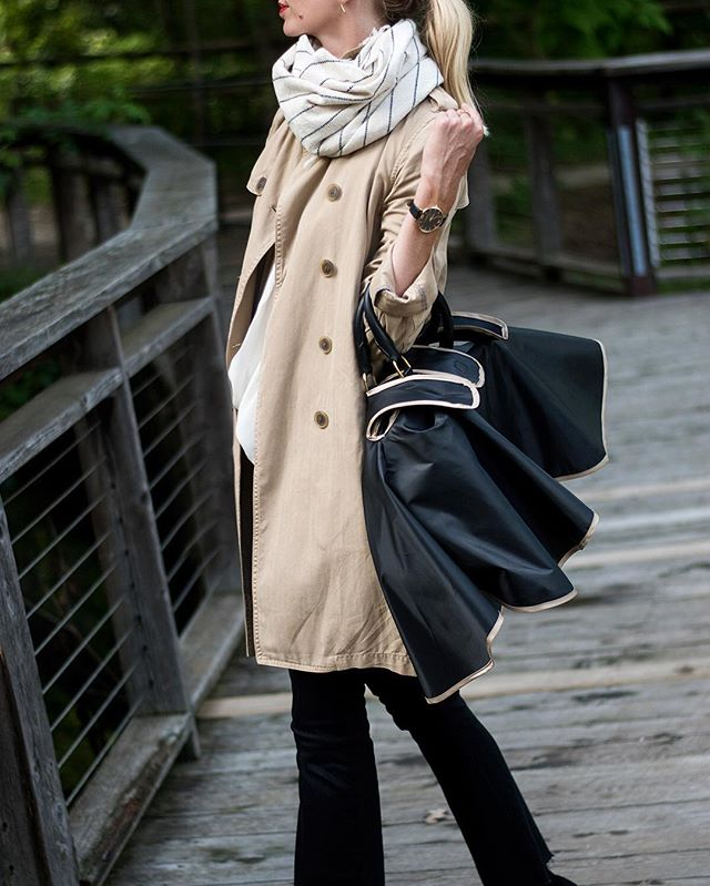 Talking about my rainy day essentials otb, which until today never included this RAINCOAT FOR MY HANDBAG from @gussycovers. Yeah! Where has this been my whole rain soaked life?! #thegussy #gussycovers #rainydayessentials
