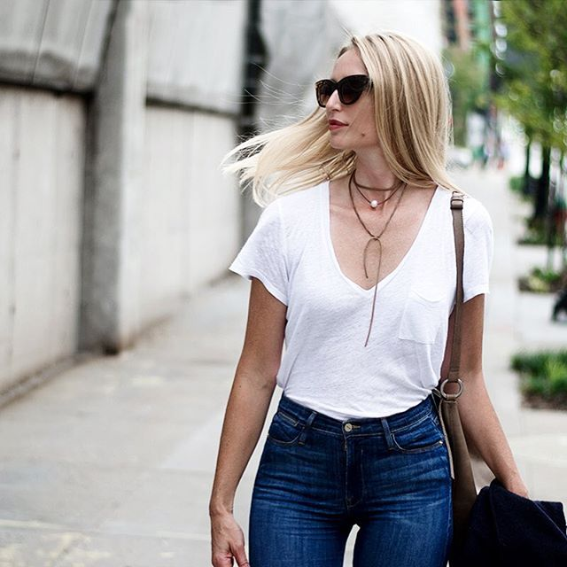 Jeans a tee for this last weekend of summer. Such a gorgeous day! #byebyesummer #fallsacomin #jeansandatee #wendymignotpearls