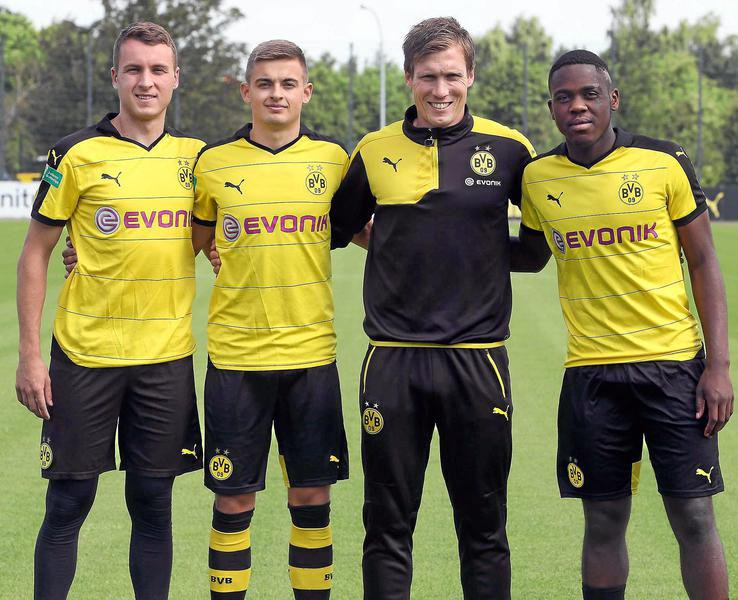 Will Pulisic, pictured with Dortmund teammates, on the left