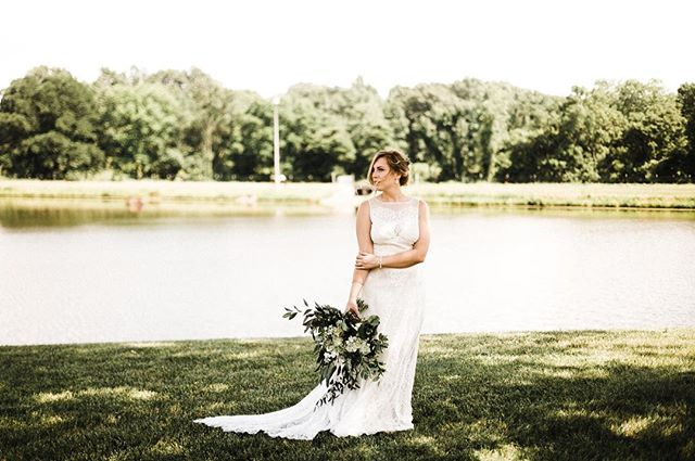 🙌* * * * * * #midwestphotographer #weddingphotographer #missouriweddingphotographer #arkansasweddingphotographer #kentuckyweddingphotographer #makeportraits #lookslikefilm #junebugweddings #radlovestories #liveauthentic #thatsdarling #gatheredstyle #thehappynow #themidwestern