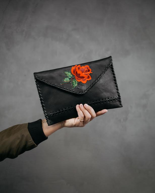 LAGGO Signature Clutch