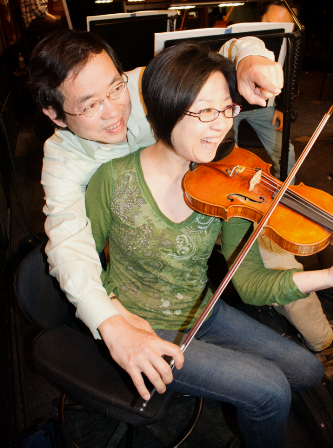 Wen and Ming sharing a stand - and a violin; photo credit, Stephanie Mortimore