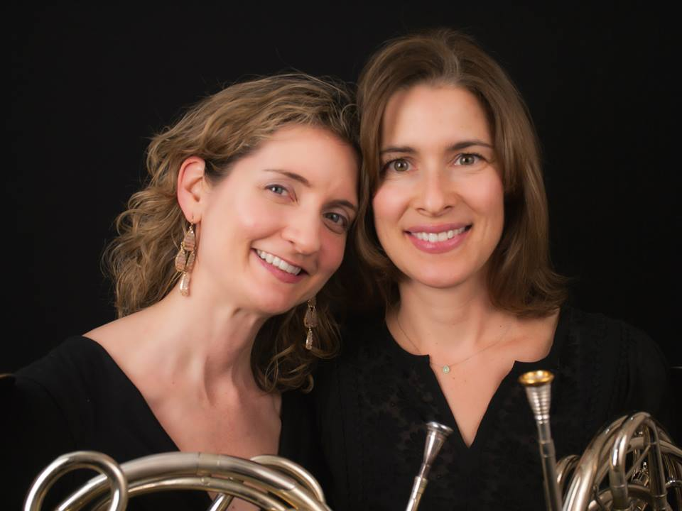 Julia Pilant (L) with fellow hornist Anne Marie Scharer (Photo by Pedro Díaz)