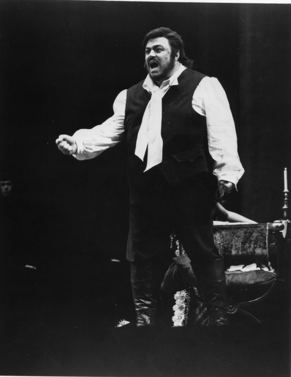 Pavarotti in Tosca (Photo Credit: The Metropolitan Opera Archives)