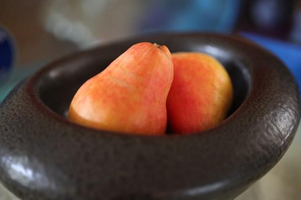 pears in a bowl II
