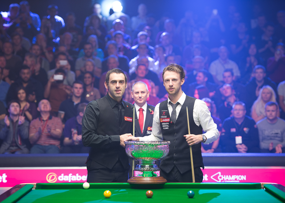 Ronnie O'Sullivan and Judd Trump before the start of their classic final