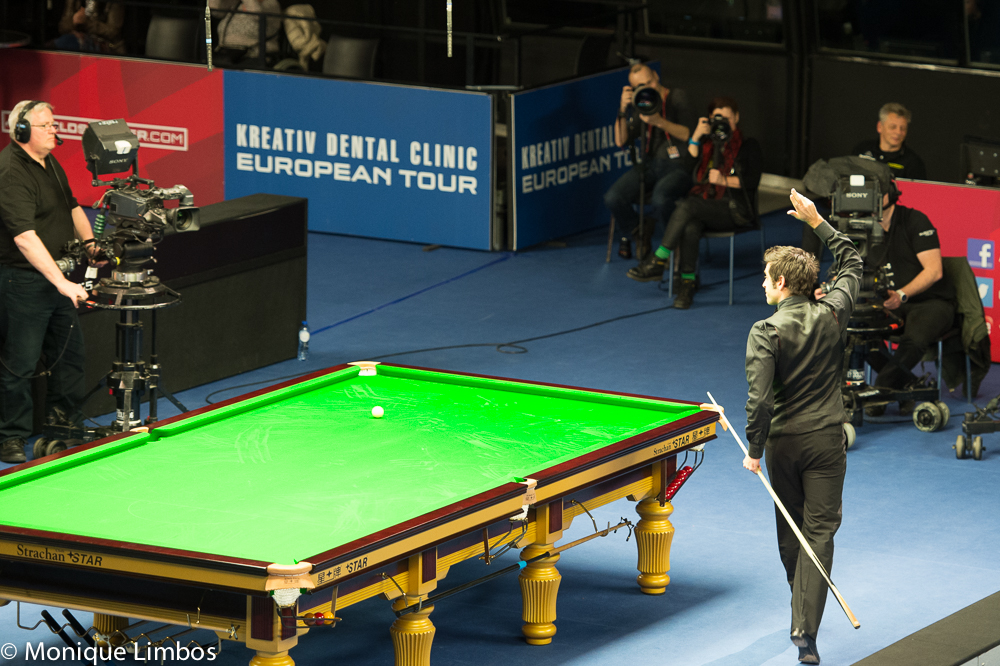 Ronnie O'Sullivan salutes the Tempodrom crowd after beating Mark Davis on Thursday
