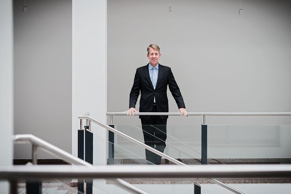Friedrich Joussen -  Der Vorstandsvorsitzende des Hannoverschen  Reiseveranstalters TUI AG (Tourismus Union International) spricht in der Konzernzentrale mit Johannes Ritter