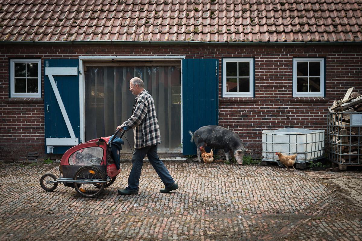 Gnadenhof für Nutztiere - Der Landwirtschaftsmeister Jan Gerdes betreibt im ostfriesischen Butjadingen ein Tieraltersheim für abgehalftertes Vieh, um ihm im Alter etwas für ihre erbrachte Lebensleistung zurückzugeben.
