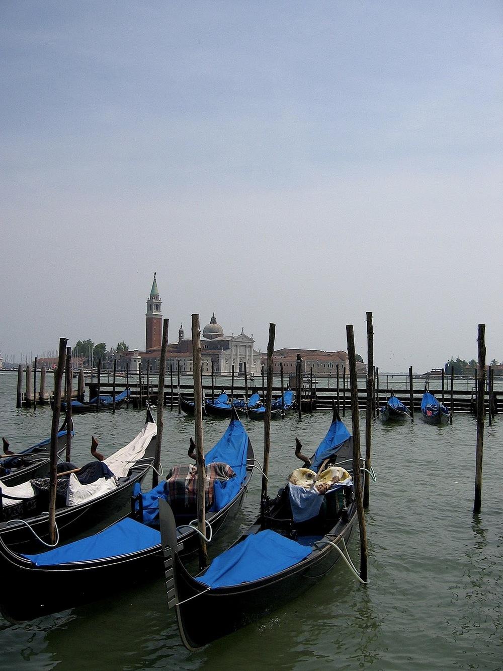 venice gondola blue!.JPG