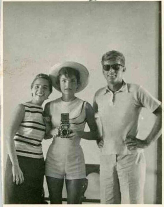 huffingtonpost :      This Jackie Kennedy selfie with JFK from 60-years ago is perfect.   (Source:  Twitter )