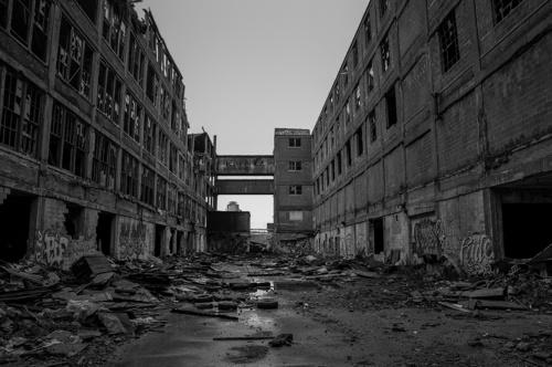0999e4c97e605f30-DetroitMI-Factory.jpg