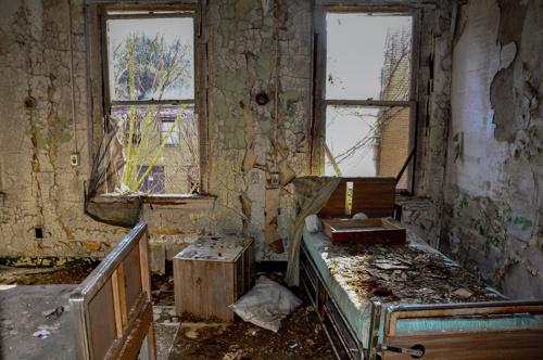 9430a49e025d6c96-NewYork-Asylum.jpg